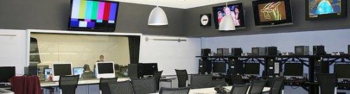 A hot of the NewsHub multimedia newsroom-classroom at Hofstra University.